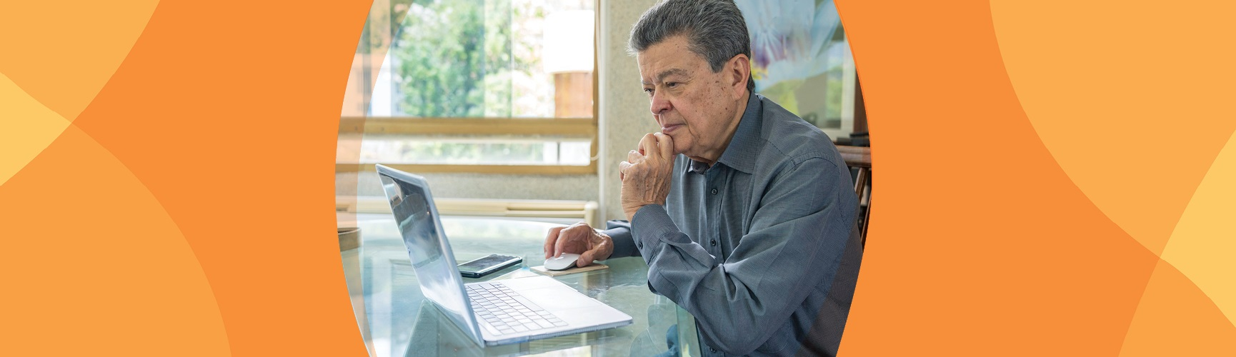 Older adults uses a computer to access information
