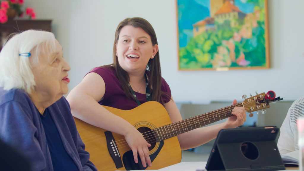 A musician facilitator and older adult enjoy the Java Music Program.